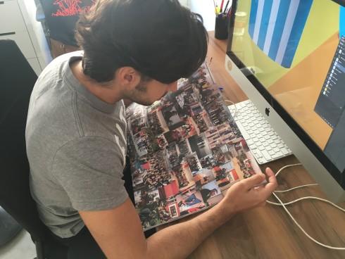 En El Cuartel, viendo el interior de la Revista Apertura